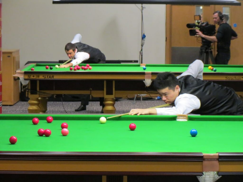Ronnie O'Sullivan and Ding Junhui during their pre-match practice in the tournament lounge